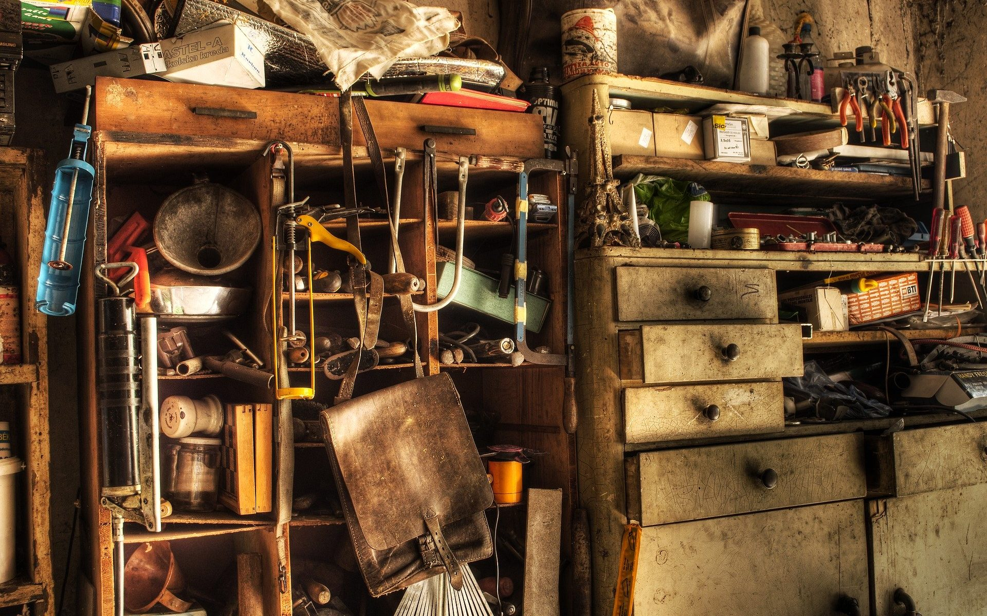 Hoarders | Cleanup For Compulsive Hoarders